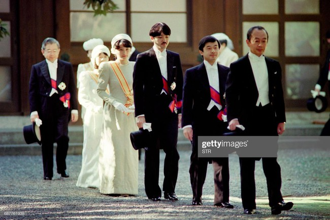 Hôm nay Nhật hoàng Akihito chính thức thoái vị, cùng nhìn lại những khoảnh khắc không thể nào quên khi ông đăng quang 30 năm trước - Ảnh 8.