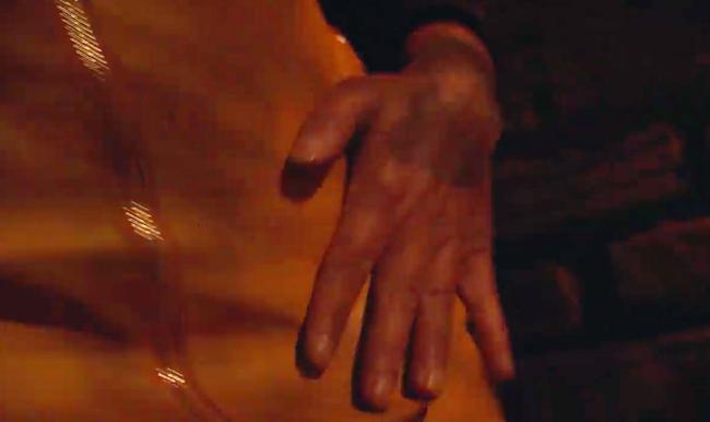 Phim của Hoàng Thùy Linh gây sốc với cảnh tên biến thái tấn công tình dục gái trẻ đi đêm - Ảnh 7.