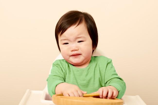 9 biểu cảm phát hờn trên khuôn mặt các bé mỗi khi được cho ăn tiết lộ điều con thực sự muốn nói - Ảnh 3.