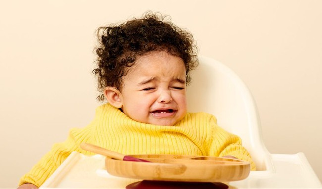9 biểu cảm phát hờn trên khuôn mặt các bé mỗi khi được cho ăn tiết lộ điều con thực sự muốn nói - Ảnh 2.