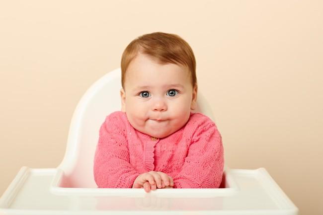 9 biểu cảm phát hờn trên khuôn mặt các bé mỗi khi được cho ăn tiết lộ điều con thực sự muốn nói - Ảnh 4.