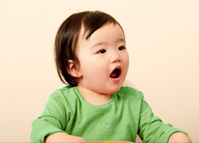 9 biểu cảm phát hờn trên khuôn mặt các bé mỗi khi được cho ăn tiết lộ điều con thực sự muốn nói - Ảnh 7.