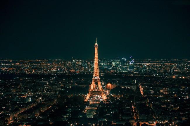 Vừa đăng ảnh check-in tại tháp Eiffel, người hâm mộ đã vội nhắc Diệu Nhi vì cô có thể mắc phải luật nghiêm trọng này - Ảnh 6.