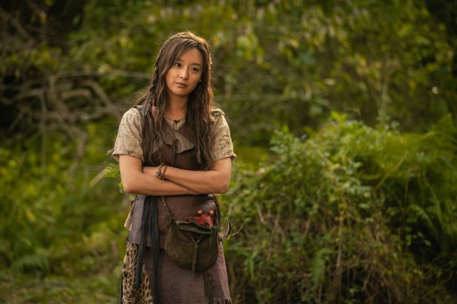 Người đẹp sánh vai Song Joong Ki trong phim mới bị chê kém sắc, lộ quầng thâm mắt mệt mỏi  - Ảnh 3.