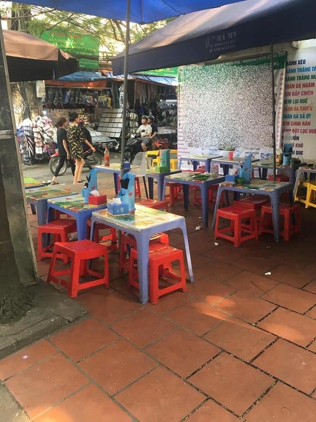 Háo hức ăn phở cuốn trong khu ăn vặt nổi tiếng Hà Nội, cô nàng nghẹn thở vì đĩa bánh mỏng dính như tờ giấy, rắc thêm vài hột thịt nạc - Ảnh 3.