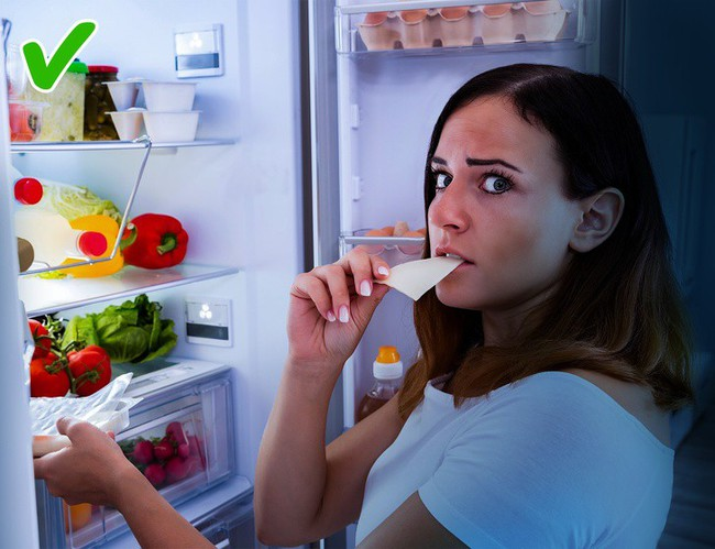 9 thực phẩm ăn đêm không gây tăng cân khiến ai cũng muốn chọn - Ảnh 1.