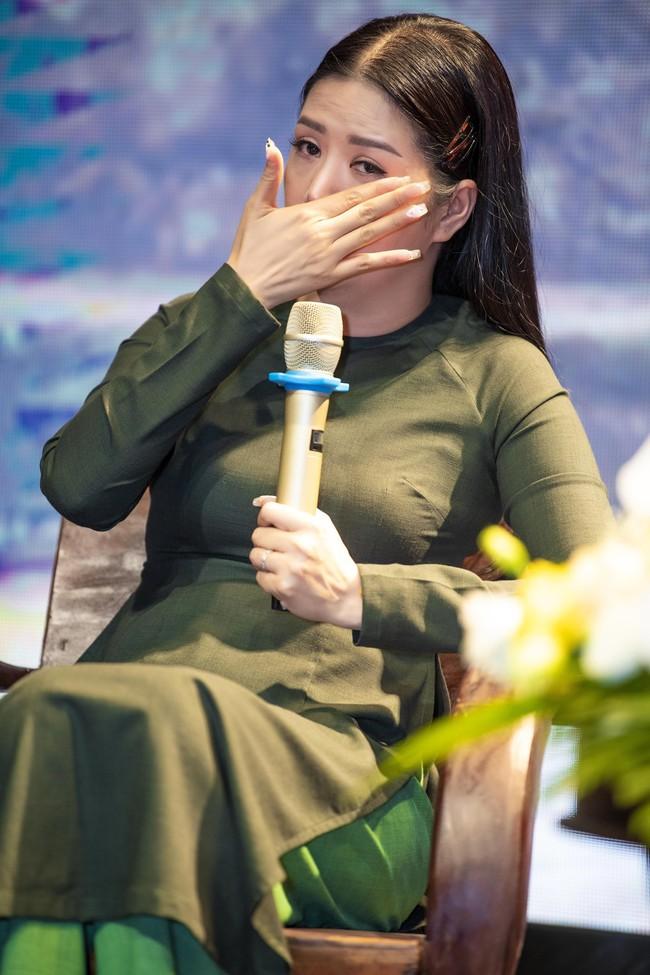 Vượt mặt Trương Ngọc Ánh giành Bông hồng quyền lực, Đinh Hiền Anh nói gì về ồn ào của giải thưởng? - Ảnh 6.