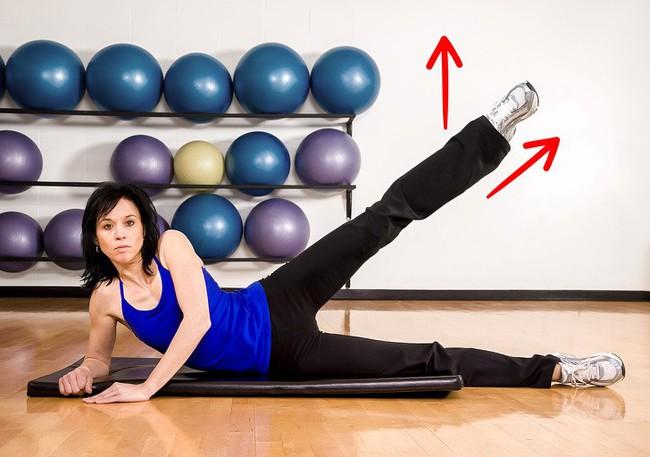 Dù nghỉ lễ cũng đừng tiếc 5 phút mỗi ngày tập 5 bài tập sau để giảm mỡ đùi, làm thon nuột đôi chân - Ảnh 2.