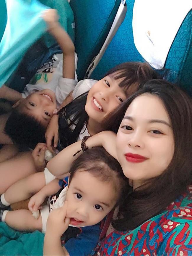 Đi trốn tận resort sang chảnh ở Đà Nẵng, đại gia đình Hằng Túi gây choáng với đội hình 10 thành viên ríu rít xếp hàng - Ảnh 2.