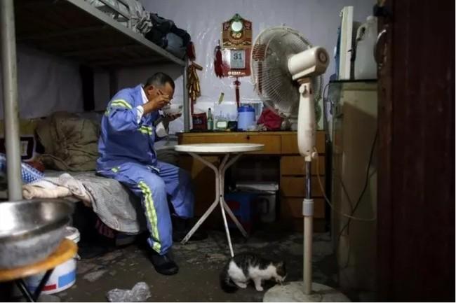 Cận cảnh bộ lạc người kiến, người chuột sống chen chúc ngột ngạt dưới lòng đất những đô thị phồn hoa bậc nhất Trung Quốc - Ảnh 14.