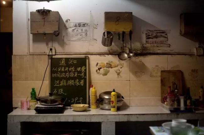 Cận cảnh bộ lạc người kiến, người chuột sống chen chúc ngột ngạt dưới lòng đất những đô thị phồn hoa bậc nhất Trung Quốc - Ảnh 4.