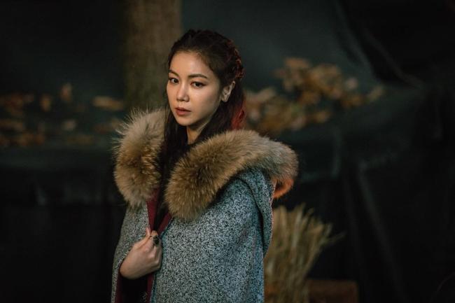 Hết bị đồn là tiểu tam, Kim Ok Bin hóa mỹ nhân quyến rũ trong phim mới đóng cùng Song Joong Ki - Ảnh 2.