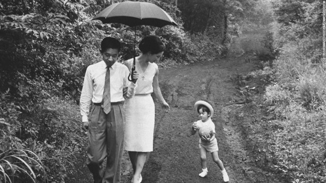 Hoàng hậu Michiko đã phá vỡ quy tắc nuôi dạy của Hoàng gia Nhật như thế nào mà khiến cả dân Nhật ngưỡng mộ và tự hào - Ảnh 1.