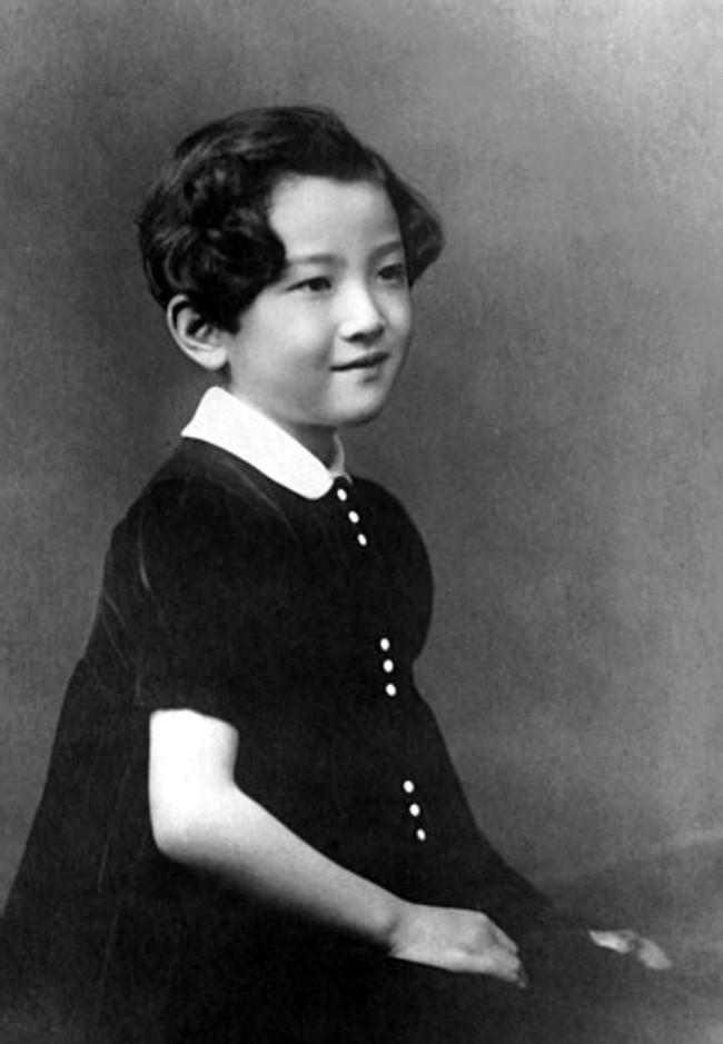 Hoàng hậu Michiko: Nữ nhân xuất thân thường dân vĩ đại nhất cung điện Nhật, tài sắc vẹn toàn khiến nhà vua say đắm suốt hơn 60 năm - Ảnh 4.
