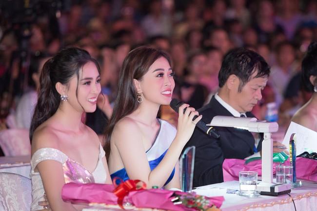 Hoa hậu Tiểu Vy ngày càng chịu hở, khoe ngực đầy gợi cảm  nổi bật nhất dàn người đẹp - Ảnh 14.
