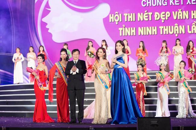 Hoa hậu Tiểu Vy ngày càng chịu hở, khoe ngực đầy gợi cảm  nổi bật nhất dàn người đẹp - Ảnh 10.