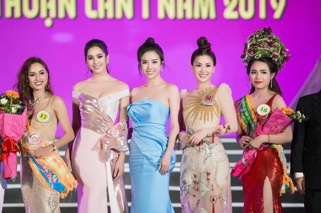 Hoa hậu Tiểu Vy ngày càng chịu hở, khoe ngực đầy gợi cảm  nổi bật nhất dàn người đẹp - Ảnh 11.