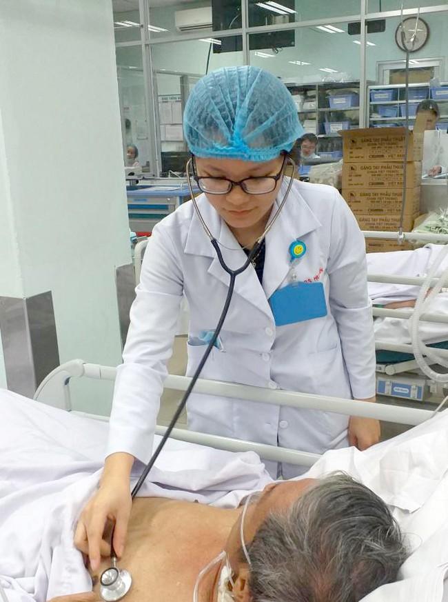 Tự tiện uống thuốc nam trị xơ gan, bệnh nhân mắc hội chứng cực nguy hiểm, có thể mất mạng bất cứ lúc nào - Ảnh 1.