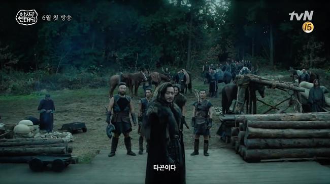 Bom tấn truyền hình của Song Joong Ki xác nhận ngày lên sóng, có đến 3 phần phim dài miên man - Ảnh 2.