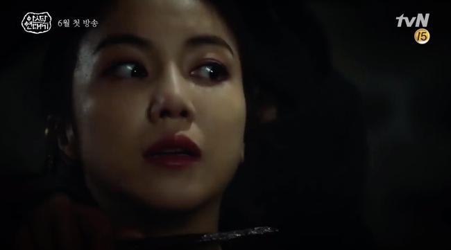 Song Joong Ki lép vế hoàn toàn trước thần thái đỉnh cao của Jang Dong Gun trong trailer phim mới - Ảnh 5.