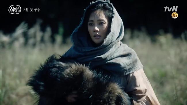 Song Joong Ki lép vế hoàn toàn trước thần thái đỉnh cao của Jang Dong Gun trong trailer phim mới - Ảnh 4.
