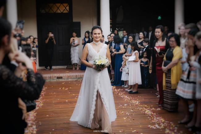 Không còn giấu giếm, chồng cũ Hồng Nhung công khai đã kết hôn và chùm ảnh trong đám cưới lãng mạn cùng vợ mới người Myanmar - Ảnh 5.