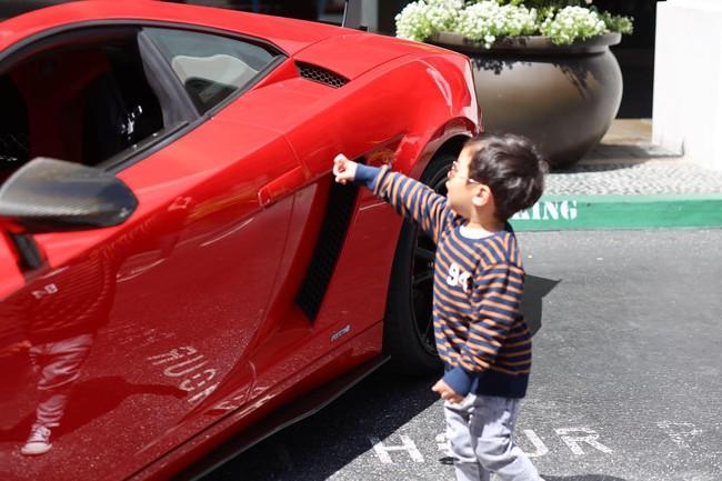 Mới 2 tuổi, con trai Đan Trường đã sở hữu thú vui xa xỉ của hội con nhà giàu - Ảnh 3.