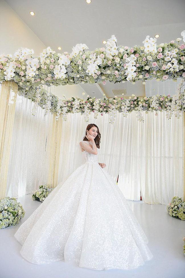 Lộ thêm loạt ảnh cưới đẹp như mơ của Lê Hà - The Face và ông xã đại gia điển trai  - Ảnh 13.