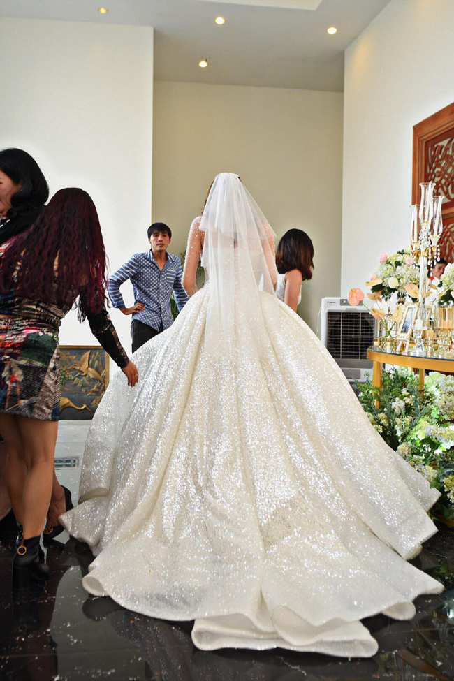 Lộ thêm loạt ảnh cưới đẹp như mơ của Lê Hà - The Face và ông xã đại gia điển trai  - Ảnh 4.