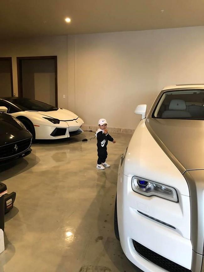 Mới 2 tuổi, con trai Đan Trường đã sở hữu thú vui xa xỉ của hội con nhà giàu - Ảnh 8.