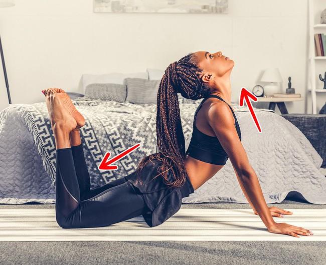10 bài tập giãn cơ giúp đốt mỡ có thể dễ dàng tập tại nhà - Ảnh 9.