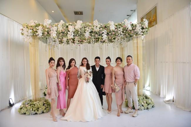 Lộ thêm loạt ảnh cưới đẹp như mơ của Lê Hà - The Face và ông xã đại gia điển trai  - Ảnh 1.