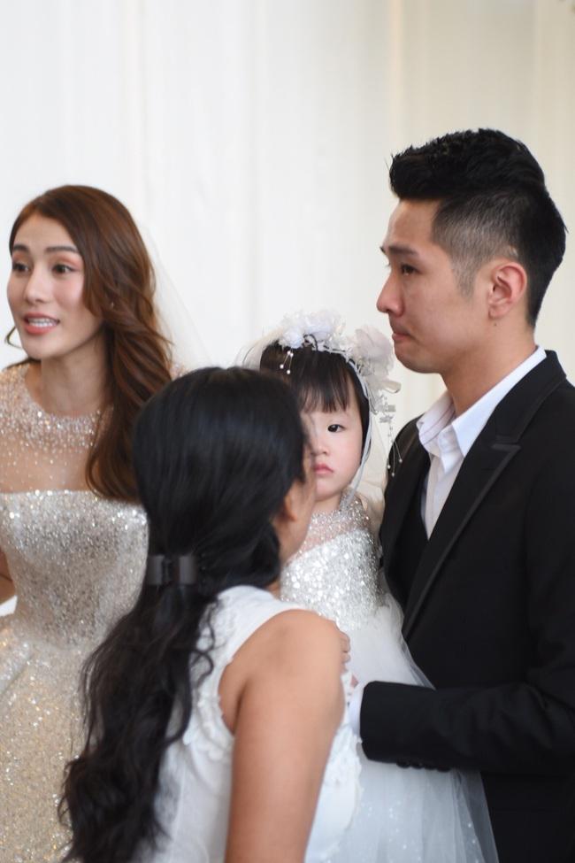 Lộ thêm loạt ảnh cưới đẹp như mơ của Lê Hà - The Face và ông xã đại gia điển trai  - Ảnh 6.