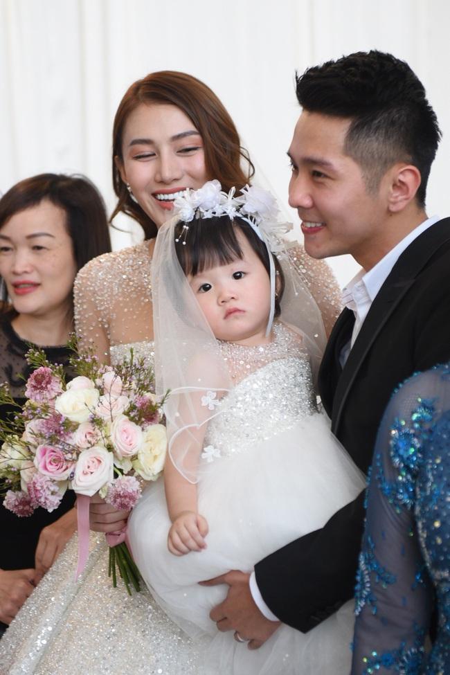 Lộ thêm loạt ảnh cưới đẹp như mơ của Lê Hà - The Face và ông xã đại gia điển trai  - Ảnh 5.