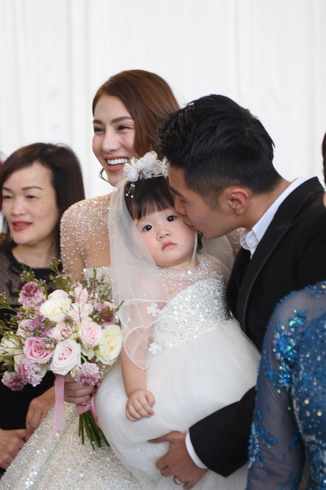 Lộ thêm loạt ảnh cưới đẹp như mơ của Lê Hà - The Face và ông xã đại gia điển trai  - Ảnh 7.