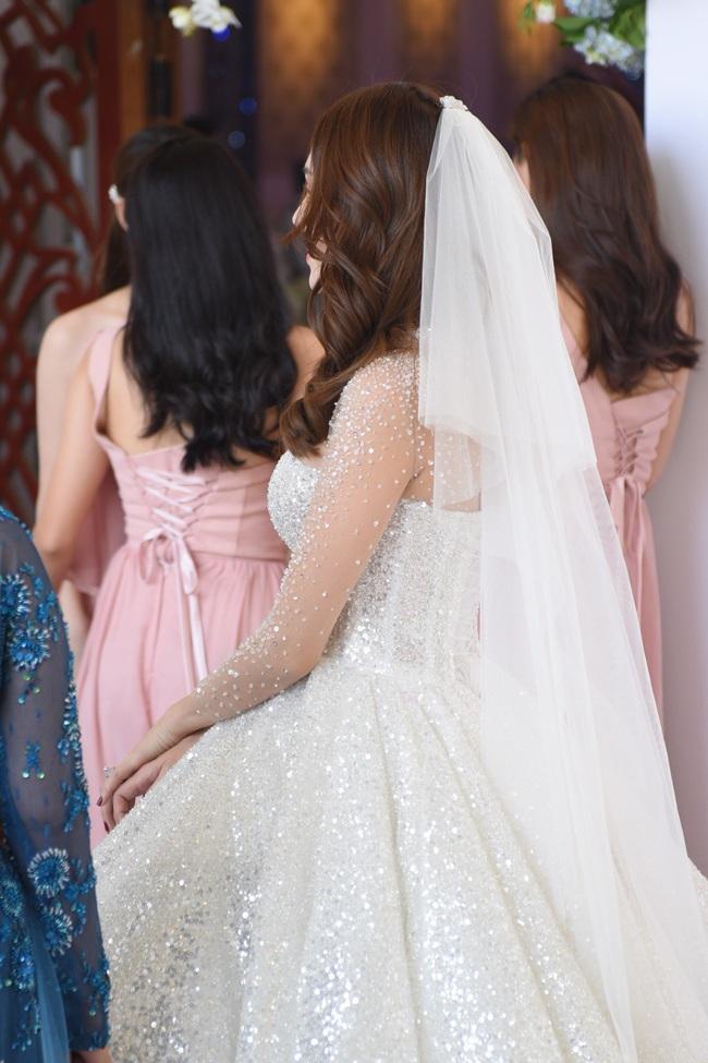 Lộ thêm loạt ảnh cưới đẹp như mơ của Lê Hà - The Face và ông xã đại gia điển trai  - Ảnh 3.