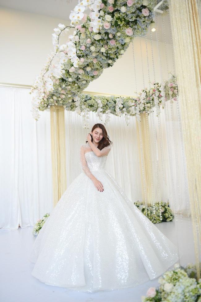 Lộ thêm loạt ảnh cưới đẹp như mơ của Lê Hà - The Face và ông xã đại gia điển trai  - Ảnh 9.