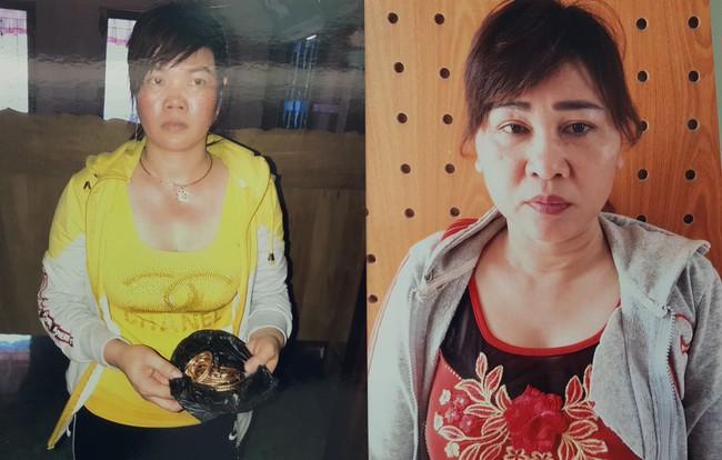 Tạm giam hai người phụ nữ dàn cảnh đánh ghen cướp tài sản - Ảnh 1.