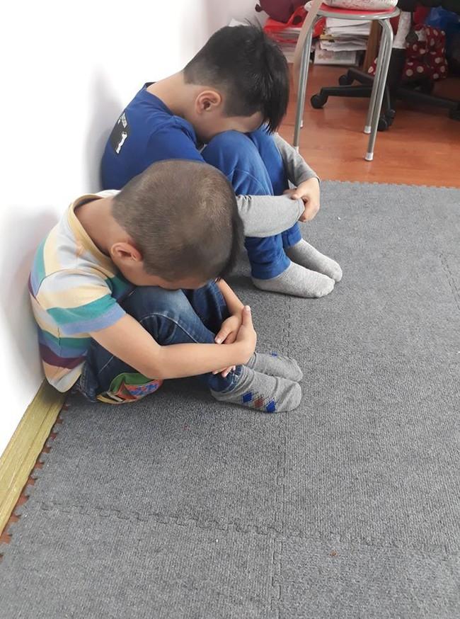 Tư thế quả núi - thế ngồi cha mẹ nào cũng nên dạy con để tránh bị xâm hại bởi những kẻ biến thái trong thang máy - Ảnh 2.