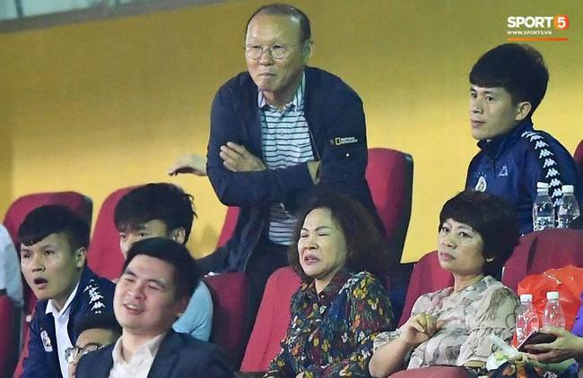 Đăng ảnh chơi khuya cùng người lạ, Đình Trọng liên tục bị fan trách vì không đến ủng hộ quán cafe mới của Tư Dũng - Ảnh 5.