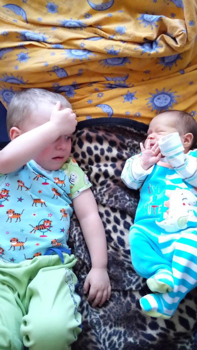 """Những việc mẹ cần lưu ý sau khi sinh thêm em bé để không làm con lớn bị tổn thương và xảy ra """"nội chiến"""" - Ảnh 3."""