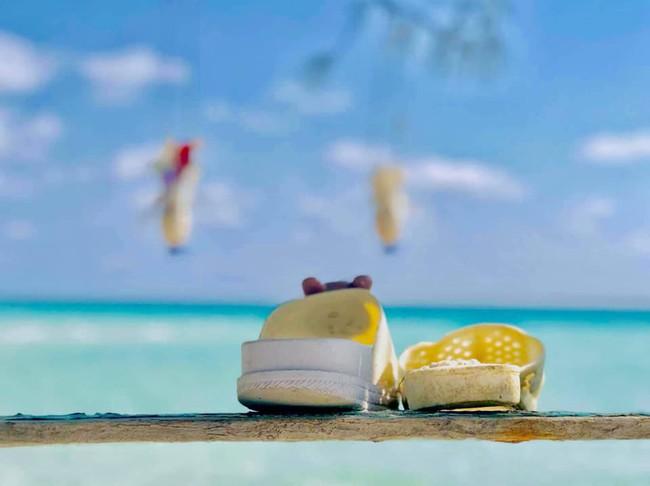 Ai cũng trầm trồ vì ý tưởng biến rác trở thành vật trang trí duyên dáng cho bãi biển, dân mạng Việt chỉ để ý đôi dép tổ ong - Ảnh 4.