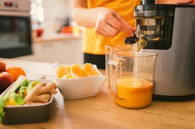 Thanh lọc cơ thể bằng cách chỉ uống nước ép trái cây và nước trong 3 tuần, người phụ nữ nhận cái kết đắng - Ảnh 4.