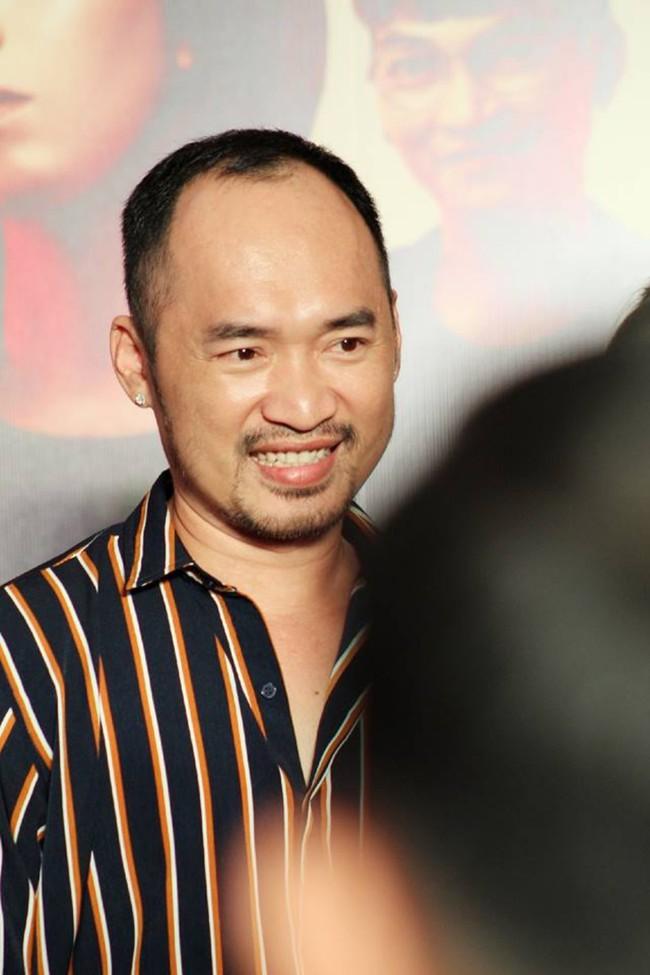 Được chồng hôn giữa sự kiện, Chị 13 Thu Trang bộc lộ biểu cảm hài hước này  - Ảnh 8.