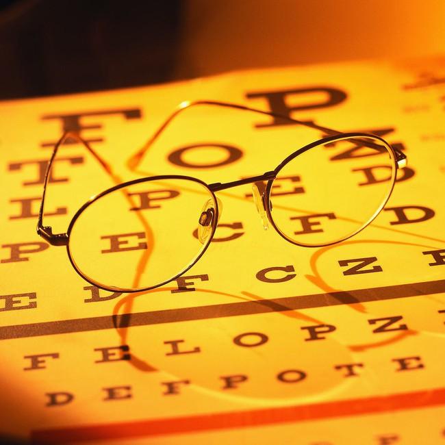 Từ trường hợp người đàn ông bị đột quỵ mắt, bác sĩ chỉ ra dấu hiệu đột quỵ mắt cần chú ý - Ảnh 4.