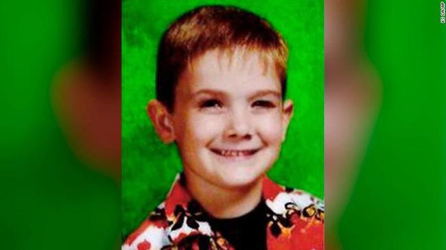 Thanh niên bất hảo tự nhận là cậu bé mất tích 8 năm trước khiến gia đình đứa trẻ suy sụp, dân Mỹ phẫn nộ - Ảnh 1.