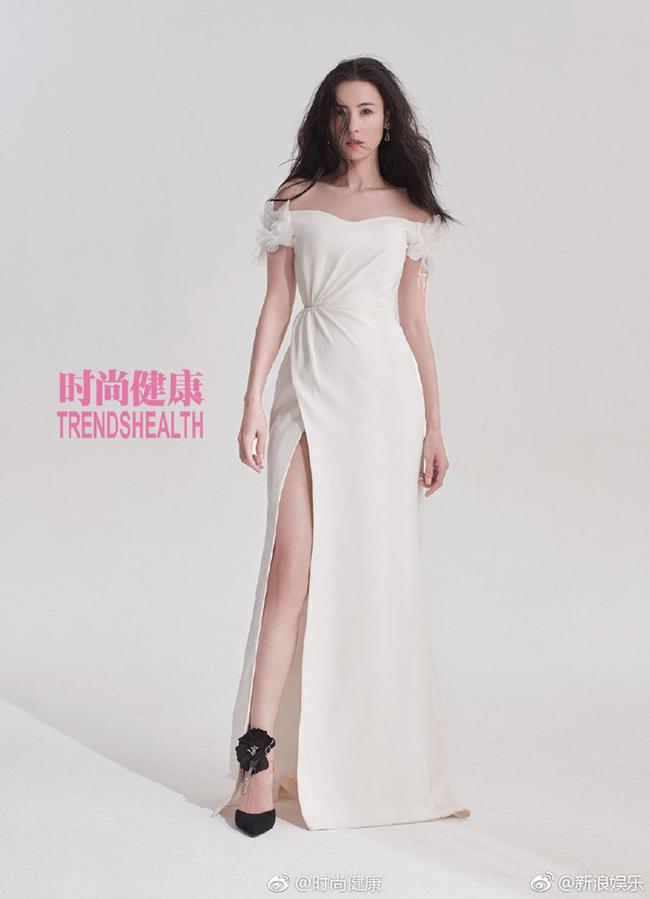 Đẳng cấp mẹ 3 con hot nhất Trung Quốc, Trương Bá Chi khoe thân hình cực chuẩn trên tạp chí - Ảnh 1.