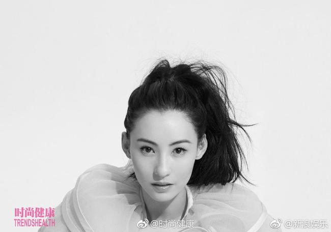 Đẳng cấp mẹ 3 con hot nhất Trung Quốc, Trương Bá Chi khoe thân hình cực chuẩn trên tạp chí - Ảnh 2.