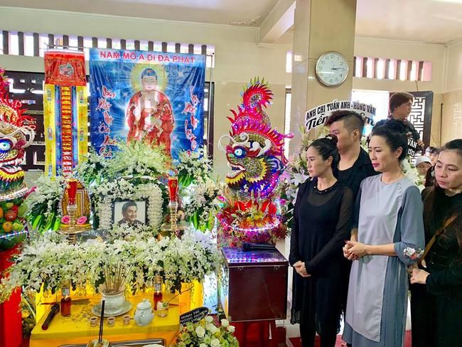Trịnh Kim Chi khóc ngất khi tới viếng nghệ sĩ Anh Vũ, nghẹn ngào nói lời tiễn biệt người bạn thân thiết  - Ảnh 2.