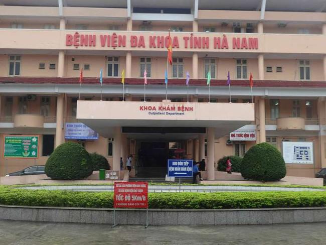 5 bác sĩ ở bệnh viện Hà Nam bị bắt do trục lợi tiền khám bệnh - Ảnh 1.